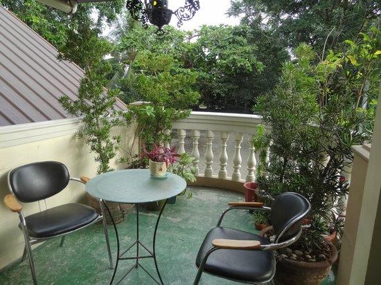 Bahay Ni Tuding Inn : porch beside reception