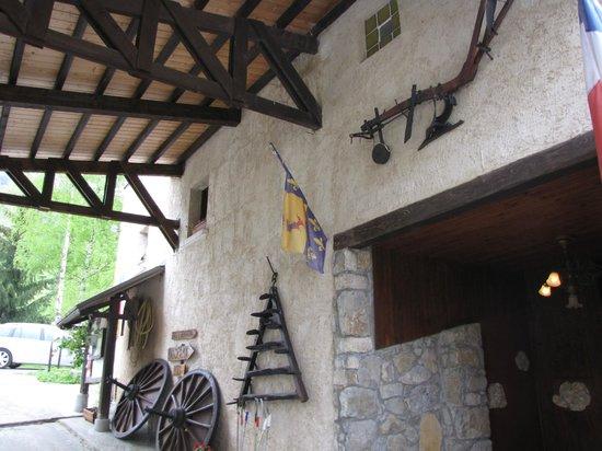 Boustigue Hotel-Restaurant : Entry to hotel