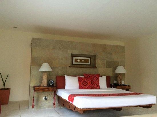 Bluewater Panglao Beach Resort: Bedroom of Villa
