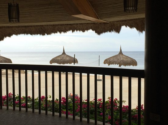Bluewater Panglao Beach Resort: Viue of beach from the Dining Area