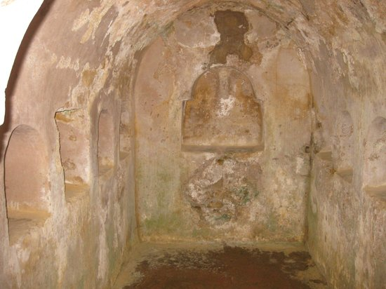 Roman Necropolis: Niches inside family vault