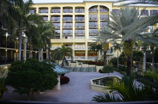 Sirata Beach Resort: Courtyard