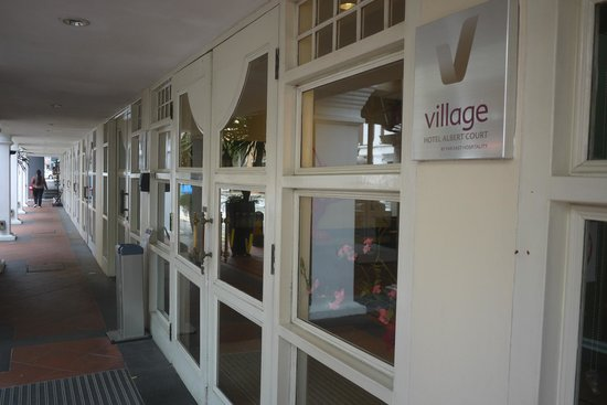 Village Hotel Albert Court by Far East Hospitality: Hotel Building