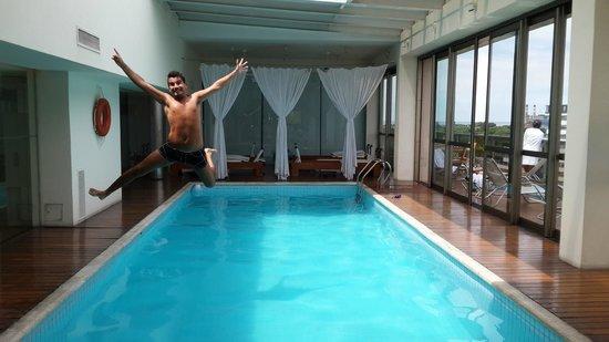 Hotel Madero: Acrobacia en la pileta..;D