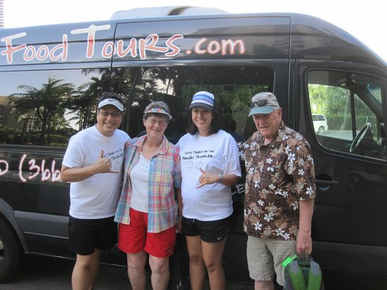 Hawaii Food Tours : Robin and Rachael with Loretta and Barry