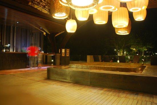 Veranda High Resort Chiang Mai - MGallery Collection: Reception area at night