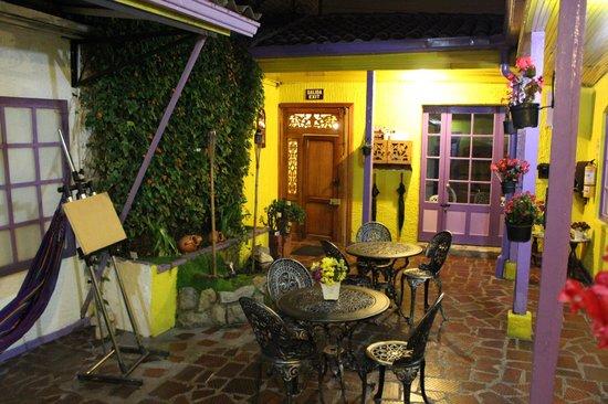 Hotel Casa Galeria: de binnenplaats s'avonds