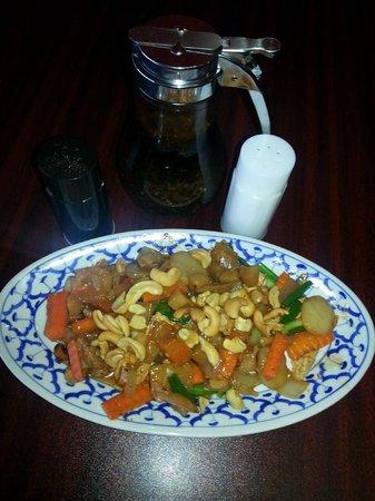 JK's Thai Buffet Restaurant.: Cashew nut chicken Thai style