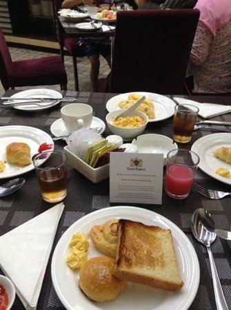 Gino Feruci Kebonjati Bandung: breakfast