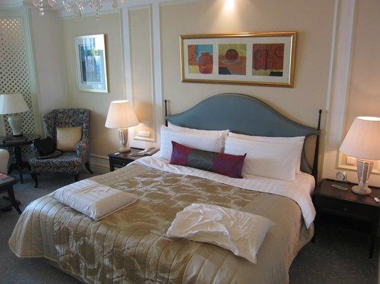 Shangri-La Hotel, Singapore: 快適なシモンズのベッド