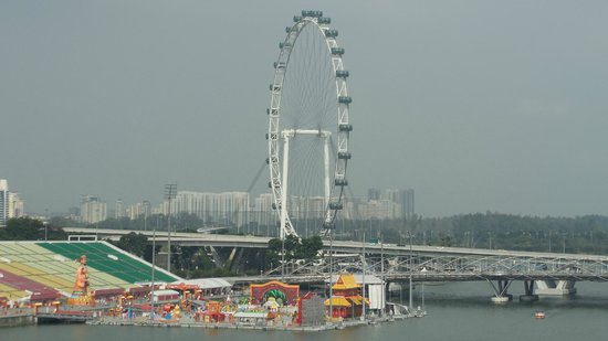 The Fullerton Hotel Singapore : Singapore Flyer