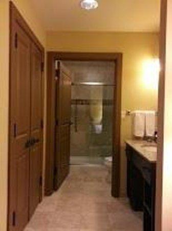 Homewood Suites by Hilton Kalispell, MT: King Studio Suite - Large Bathroom Area