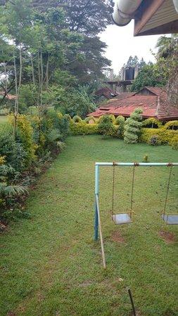 Sabina Country Inn, Karen: The garden seen from the balcony.