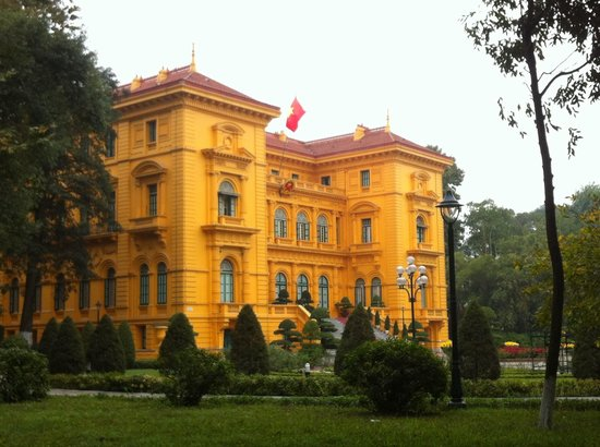 HanoiKids Tour: Presidential Palace at the Ho Chi Minh Complex