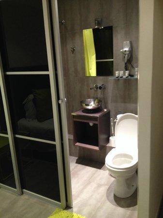 The Element Hotel: Cute bathroom