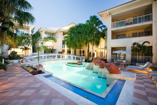 The Sebel Noosa - pool and fountains