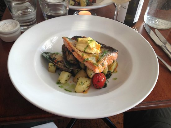The Little Bistro : Grilled Salmon
