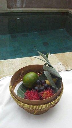 Uppala Villa Seminyak: Fruit basket upon arrival