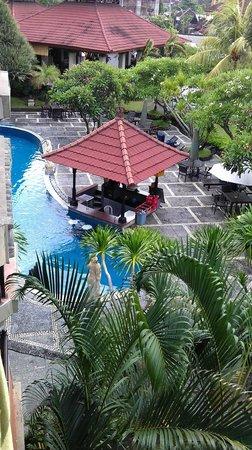 Adi Dharma Hotel: бассейн