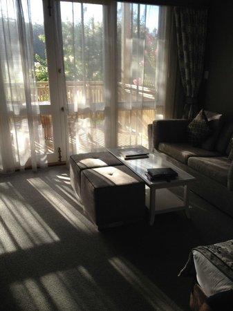 Grand Mercure Basildene Manor: Sitting area in suite
