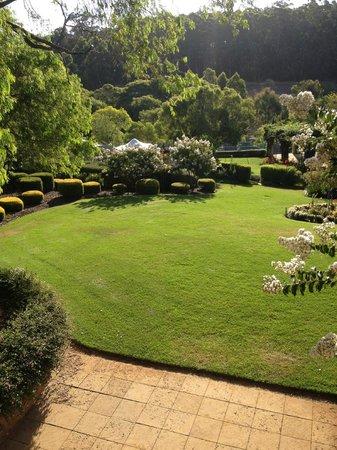 Grand Mercure Basildene Manor: Garden view from balcony