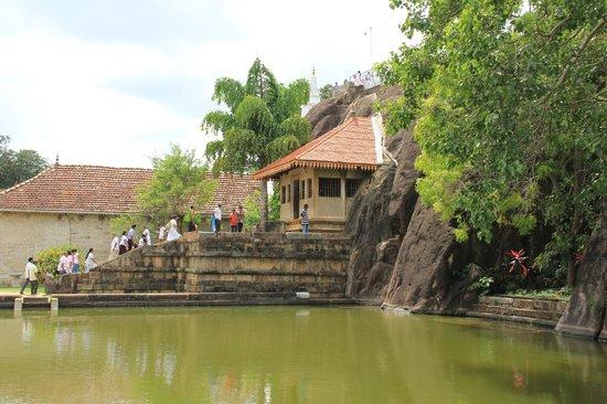 Isurumuniya Temple: живописный храм