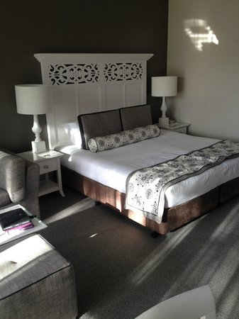 Grand Mercure Basildene Manor: Very comfy king size bed
