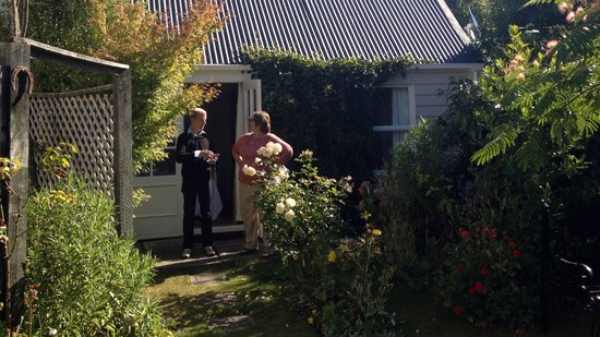 Banks House Akaroa: Garden and back cottage