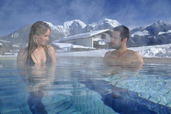 Alpenhotel Zechmeisterlehen: 34°C Außenpool im Winter