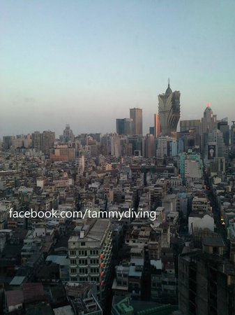 Sofitel Macau At Ponte 16 : great view of Macau City at 17/F executive floor lounge