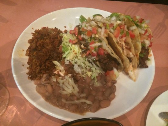 Dos Senoritas: Two delicious tacos, with the sides