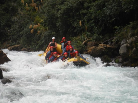 Tongariro River Rafting: Coming down one of the rapids - Yeeeha!