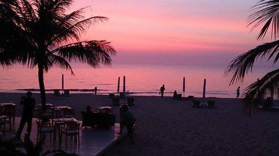 La Veranda Resort Phu Quoc - MGallery Collection : The beach next to the resort