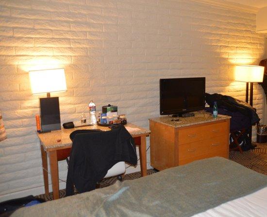 Thunderbird Lodge: room