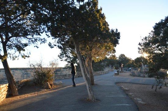 Thunderbird Lodge: walkway in front of Lodge