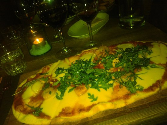 Tintå : Prawn and scallop pizza