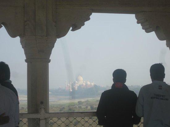 Fuerte de Agra: The Taj from Agra fort