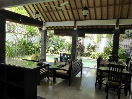 Dampati Villas: Dining,kitchen and lounge area