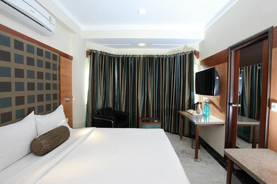 Dayal Hotel: Room