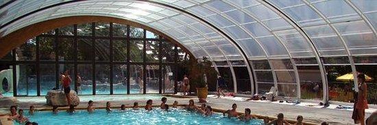 Saint-Alban-Auriolles, Γαλλία: La piscine couverte