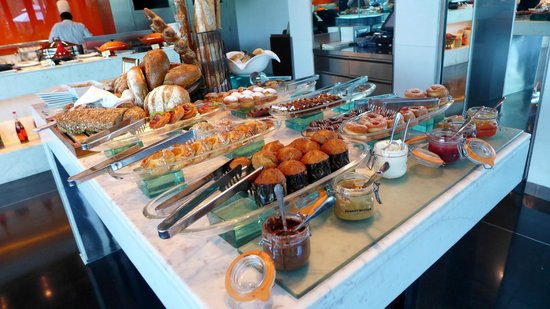 The Leela Palace New Delhi: Pastry breakfast spread. Amazing!