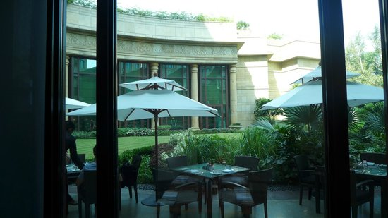 The Leela Palace New Delhi: Quite locations throughout the hotel to relax and enjoy the beauty.