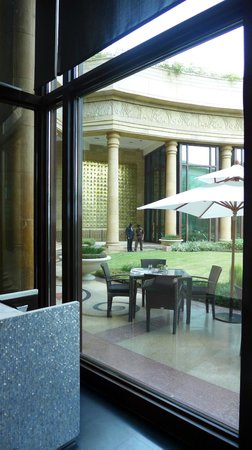 The Leela Palace New Delhi: Hotel Grounds