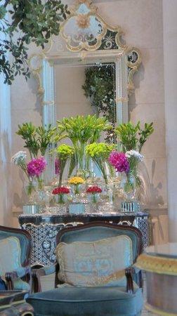 The Leela Palace New Delhi: Fresh flowers everywhere!