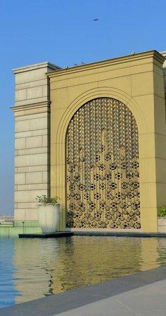 The Leela Palace New Delhi: Beautiful pool.