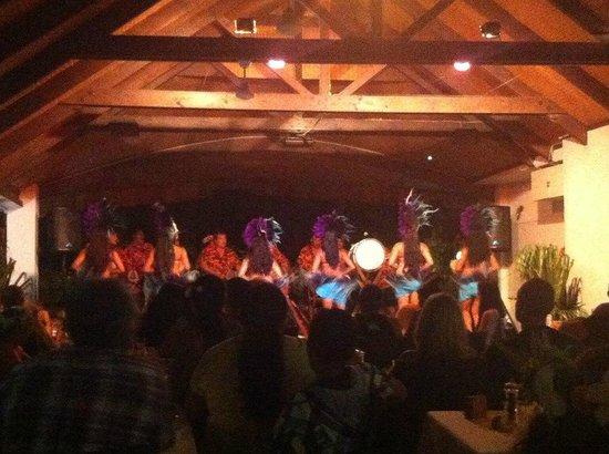 Oceans Restaurant & Bar: Island Night Entertainment
