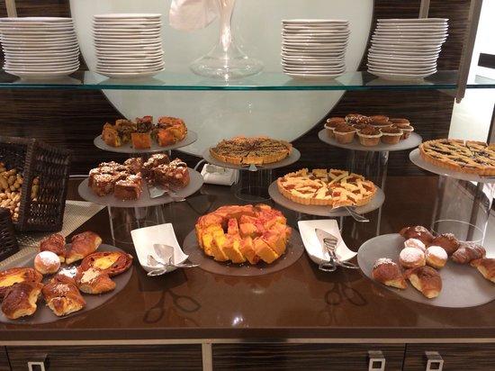 Aqua Hotel : una parte del buffet della colazione...ottima