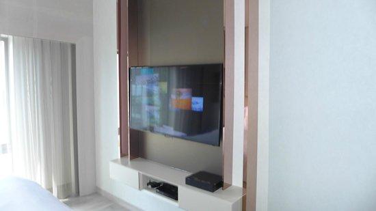 Naumi Hotel: TV