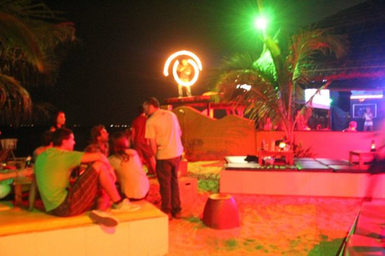 Pogo Beach Bar & Grill: impressive performer on the roof!