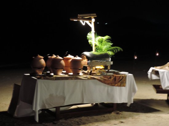 The Sunset Beach Resort & Spa, Taling Ngam: Buffet sur la plage